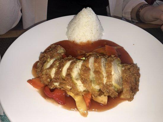 Kirchheim bei Munich, Almanya: knuspriges Hühnchen mit Süß-Sauer-Sauce