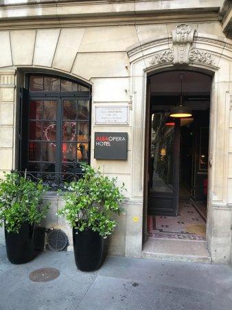 Alba Opera Hotel: Entrée au fond de la petite impasse