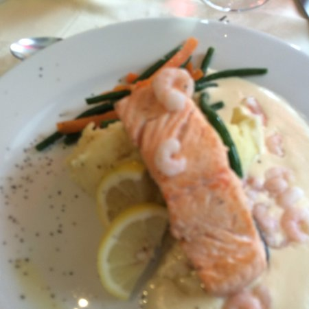 Columba House Hotel: Salmon with prawns