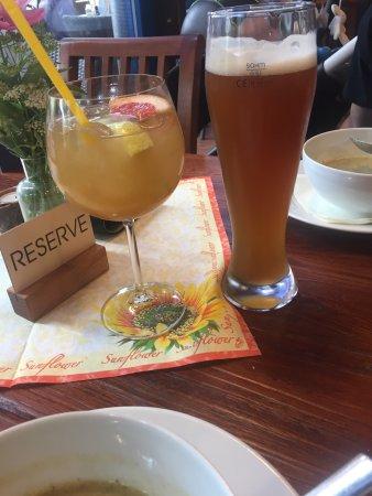 Průhonice, República Checa: Jihočeská kulajda , kachní prso s višňovou omáčkou a opečenou polentou, šafránové rizoto s kreve