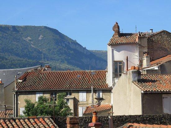 Ibis Millau : Aussicht aus dem Zimmer: Über den Dächern von Millau
