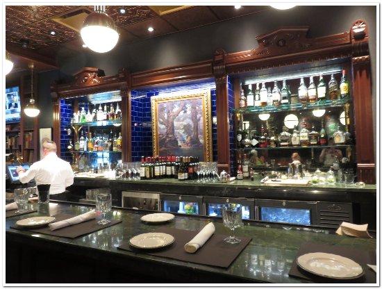 Mount Vernon, OH: Alcove bar
