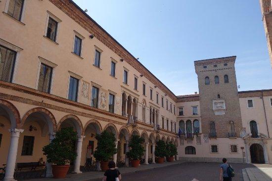Esterno foto di palazzo del comune crema tripadvisor - Pilozzo esterno ...