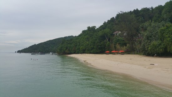 Manukan Island, Malasia: Private beach with seats and umbrellas for guests