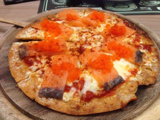 เมืองปทุมธานี, ไทย: Smoked Salmon Pizza