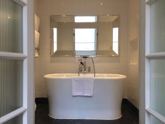 Great Northern Hotel, A Tribute Portfolio Hotel: Standalone Bathtub In The  Cubitt Room