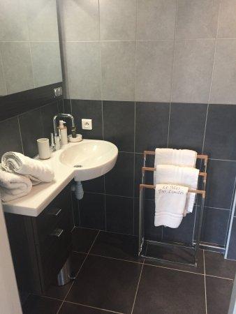 Rognonas, França: Salle de bain chambre Maillane