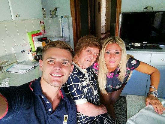 Casa Rabatti: Luca e Mirella con la Signora Marcella.  Felici di essere stati qui!!