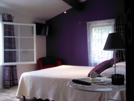 Rochegude, France: chambre n°1 de la suite familiale VIOLETTA