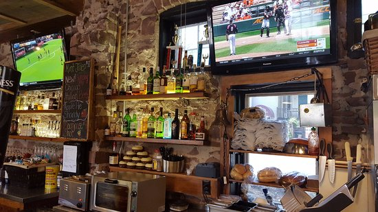 Simsbury, CT: Full Bar