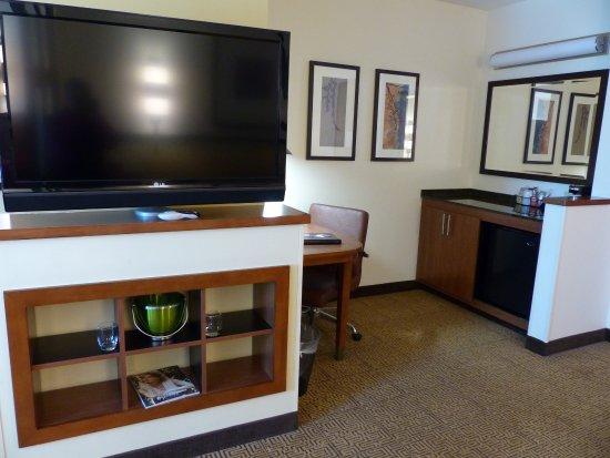 Hyatt Place Salt Lake City - Downtown: Hyatt Place SLC -- TV, Wet Bar, Desk in High Floor King Room