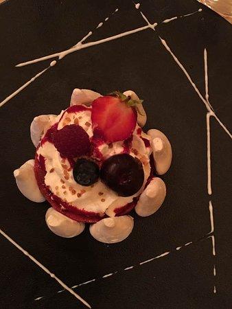 Poissy, France : belles assiettes, de l'entrée au dessert