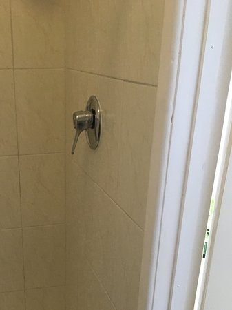 The White Lodge: Shower in room 9