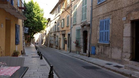 La Cadiere d'Azur, Francia: down the street