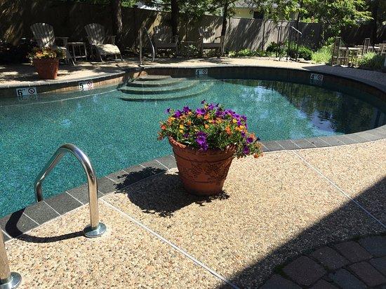 gazebo inn ogunquit salt water pool with river rock lining - Saltwater Hot Tub