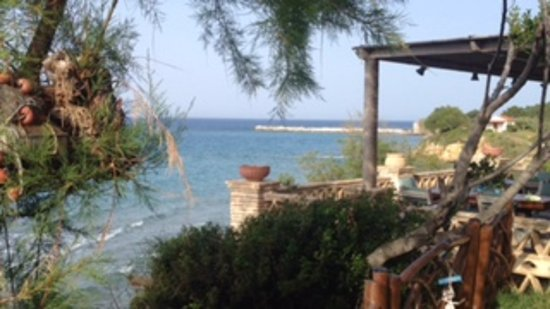 Ammoudi, Grecia: view from the garden