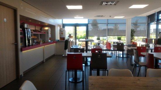 Bezannes, Francia: Breakfast room