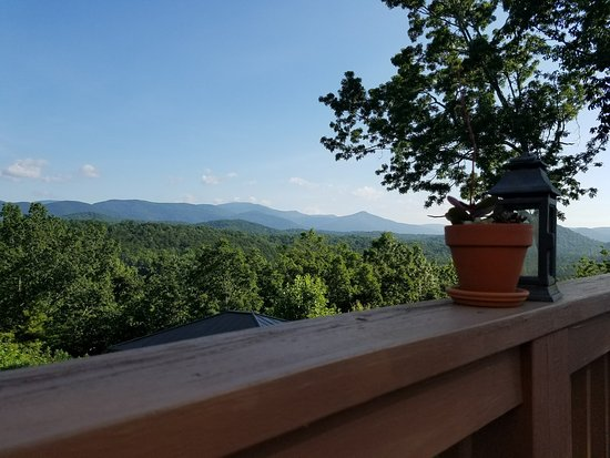 Sautee Nacoochee, GA: View from the deck at breakfast