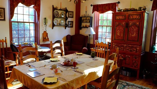 Cherryfield, ME: Main house dining room for breakfast.