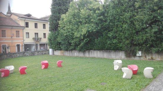 Valdagno, Italy: Il giardino sul retro