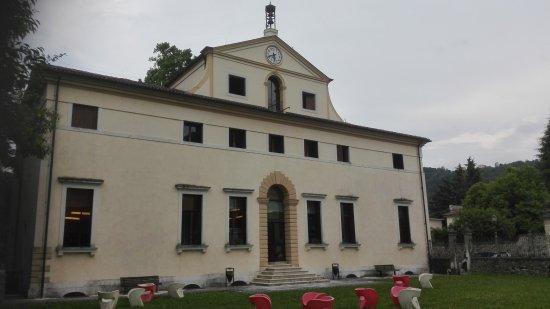Valdagno, Italy: Biblioteca retro