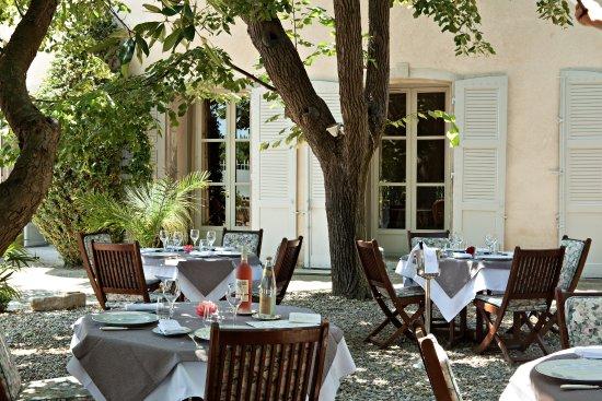 Siran, Γαλλία: diner en terrasse