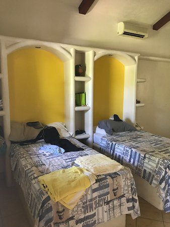 Rivas, Nicaragua: Casita inside, comfortable beds, good A/C and nice shower.