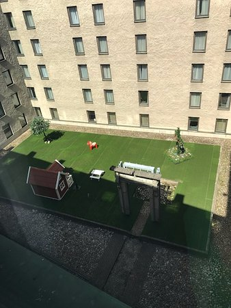 Sheraton Stockholm Hotel: Courtyard view