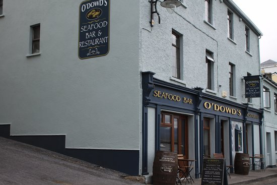 Inishnee, Ireland: lovely seafood pub in roundstone