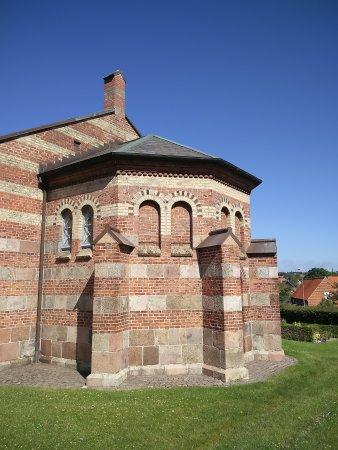 Aabyhoej, Danimarca: Kirken en smuk søndag formiddag.