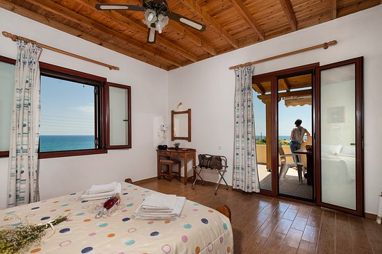 Paradisos Studios & Apartments: Room Overview with a stunning seaview