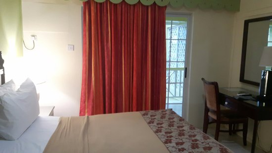 Bay Gardens Hotel: bedroom 2