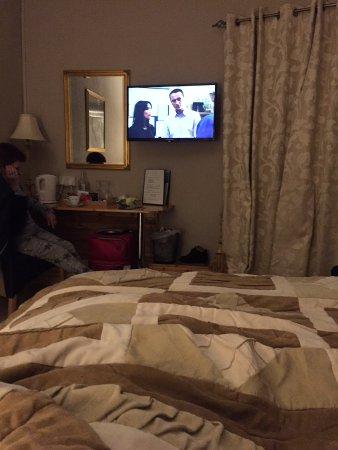 Linsfort Guest House B&B: Good size TV
