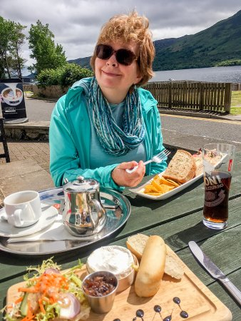 Lochearnhead, UK: Lunch at the Clachan overlooking the Loch.