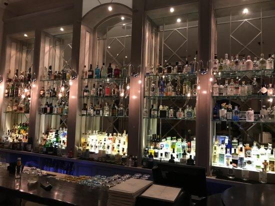Asara Wine Estate & Hotel: Gin bar