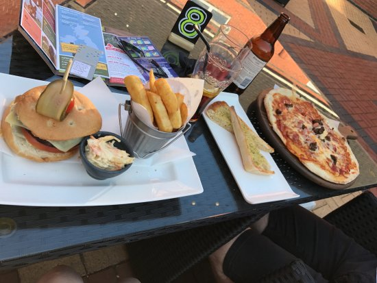 Ettington, UK: Dinner at hotel bar