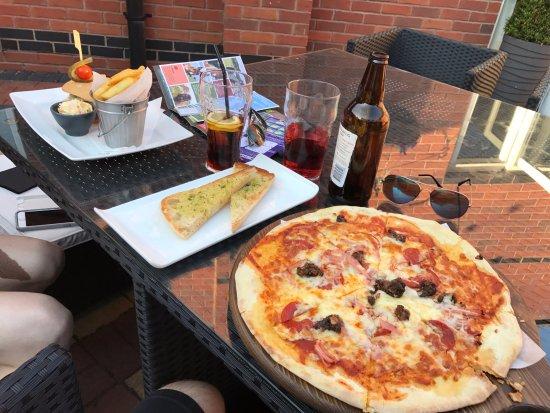 Ettington, UK: Dinner @ hotel bar