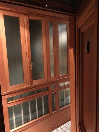 """Rhona's Rooms B&B: Corridoio di accesso alle camere """"balcone interno palazzo"""""""