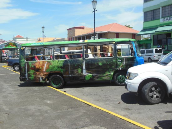 Roseau, Dominica: Tour Bus
