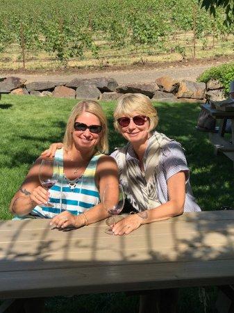 Walla Walla, WA: Best friends enjoying wine at Va Piano.