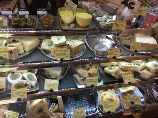 Vaxholm, Schweden: Nice, locally produced cheeses at OK prices. The cafe is nice but the outdoor seating could be b