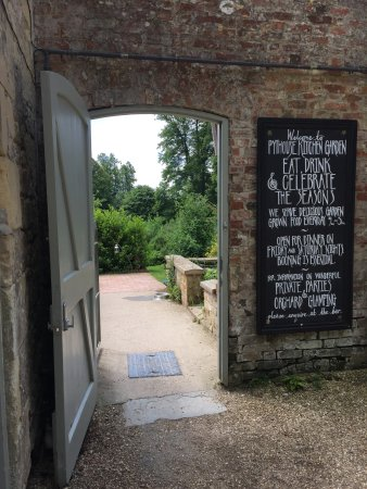 Tisbury, UK: Entrance to garden
