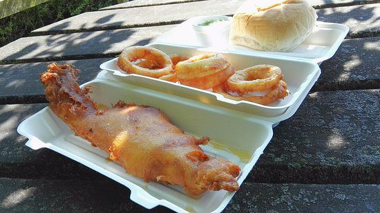 Nether Poppleton, UK: Large fresh haddock, cooked to perfection and beautiful home made onion rings & mushies - excell