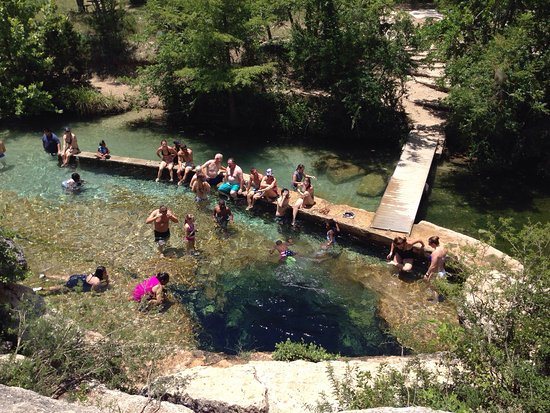 Wimberley, TX: The water at Jacob's Well stays a brisk 68 degrees at all times. Fantastic place!! Love the way