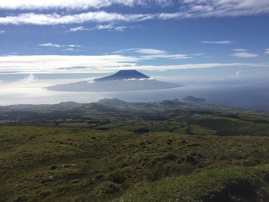Cedros, Portugal: Blick von Faial auf Pico