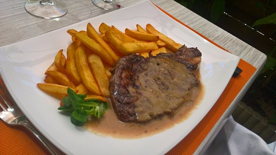 Prayssac, فرنسا: entrecôte grillée sauce poivre vert.