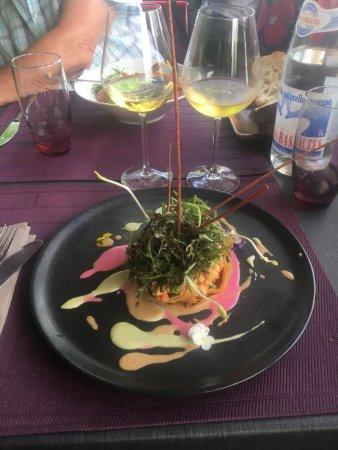 Tournon-sur-Rhone, ฝรั่งเศส: Dans une tartelette croustillante, salade de gambas aux légumes croquants et parfum de soja