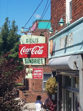 Happy Gillis Cafe & Hangout: photo0.jpg