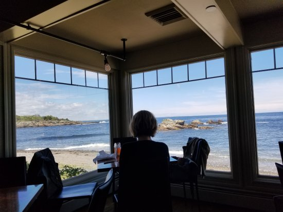 MC Perkins Cove: View out the windows of the dining area