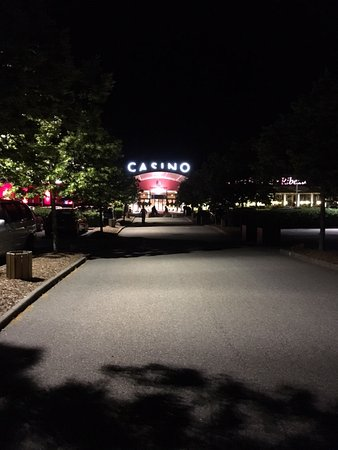 Casino Barriere de Ribeauville: Une belle Facade , un grand parking , un beau casino , une bonne soiree